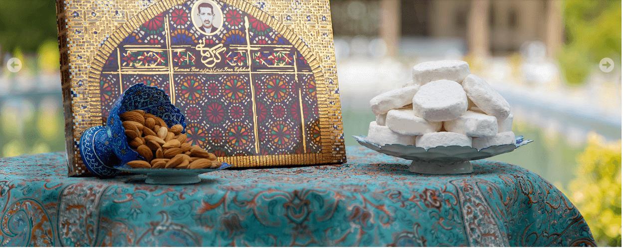 گز کرمانی در کنار ظرف بادام